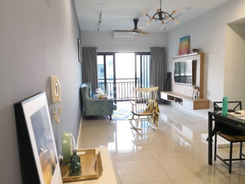 Services Residence / Soho / Sovo / Sofo for Rent 2r2b 800 sqft at Suria Residence, Bukit Jelutong, Selangor